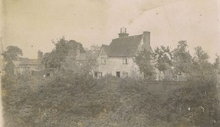 1907 A view of the cottage from The Bury