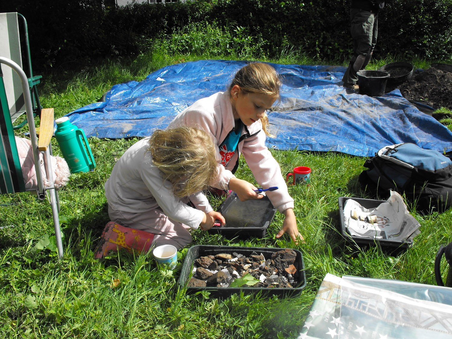 2013 Young helpers washing the finds.