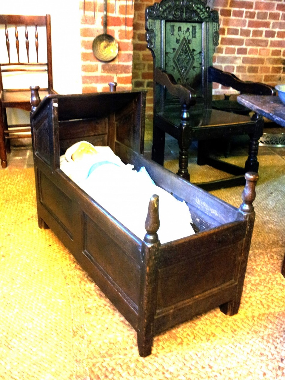 A small child's bed without rockers.